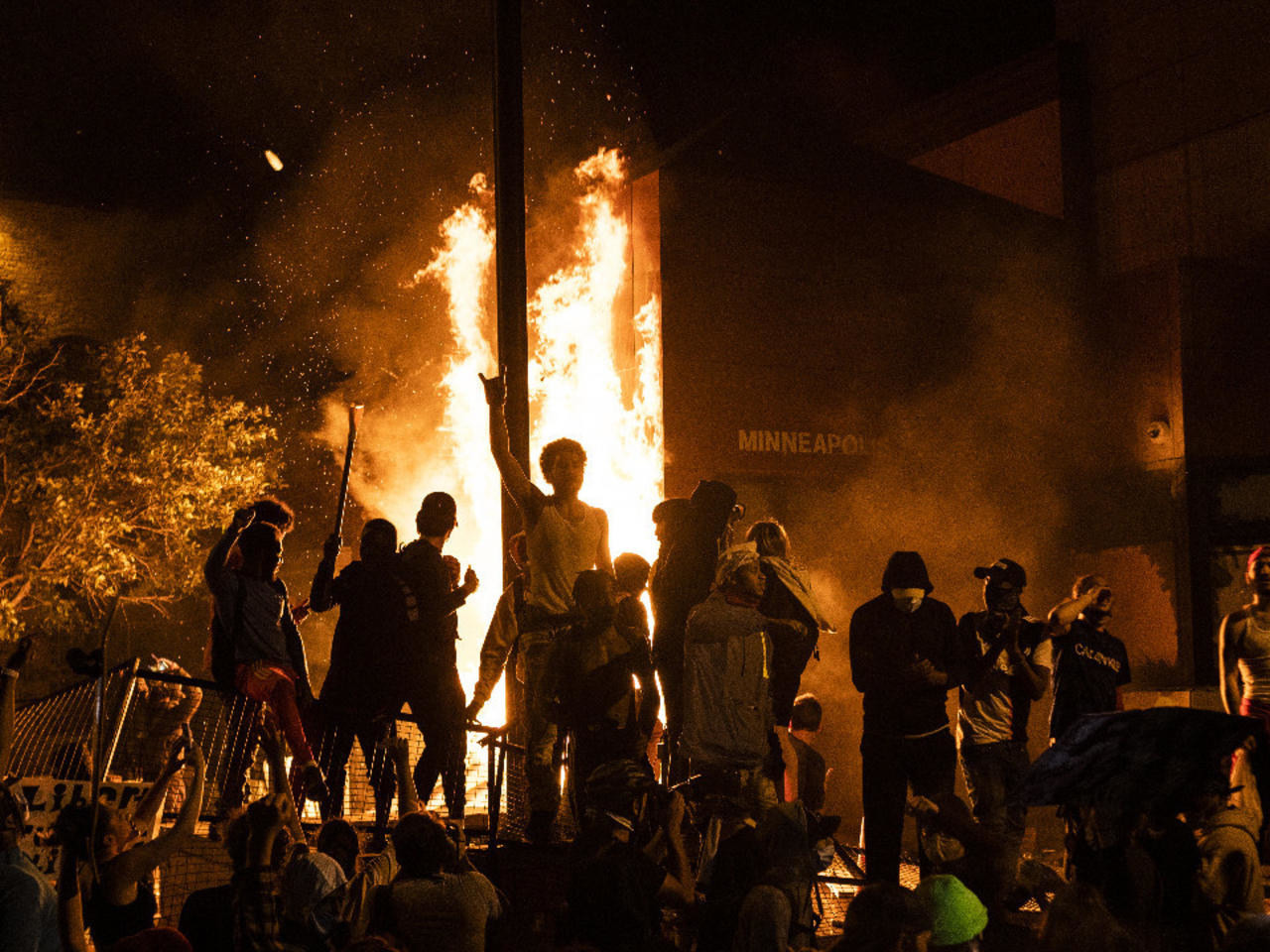 Riots erupt in several US cities over Minnesota police killing of unarmed  black man